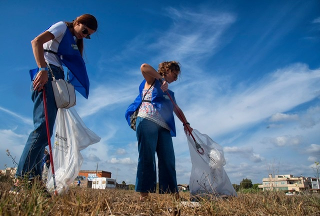 World Coastal Clean-Up Day a Ostia: l'acchiappa plastica