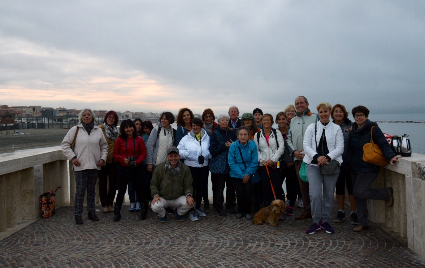 Colazione all'alba sul pontile di Ostia