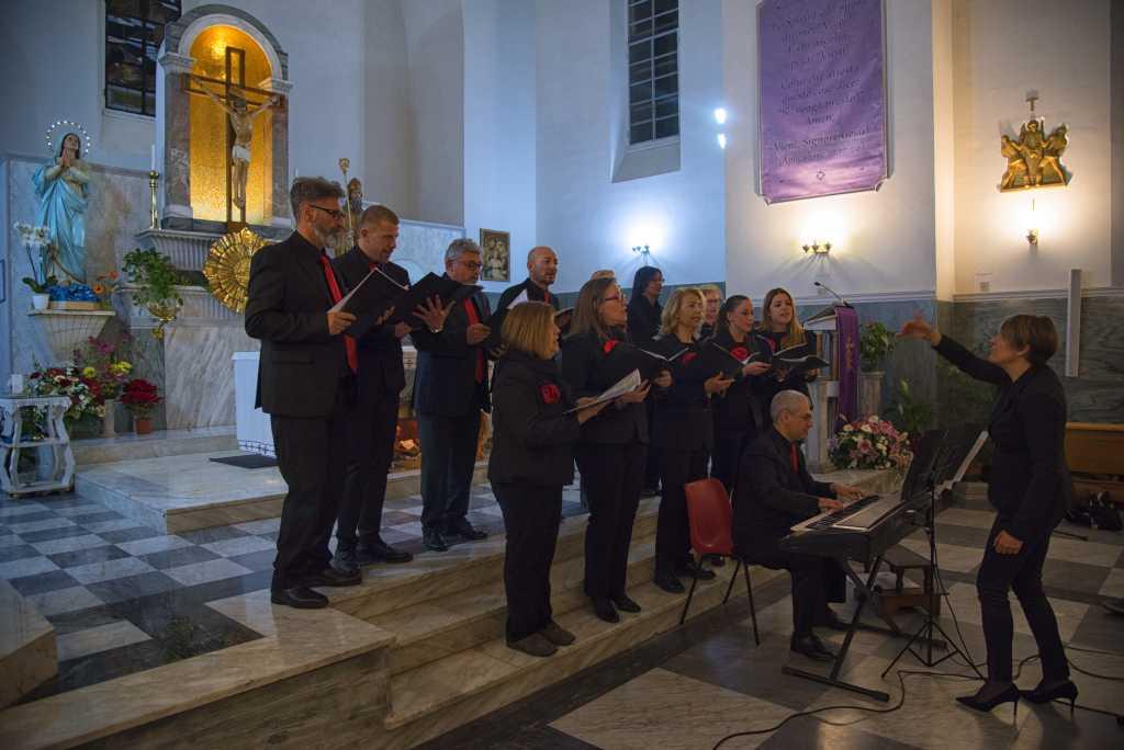 Il Coro di Regina Pacis diretto da Iolanda Zignani presenta i brani di Natale 2017