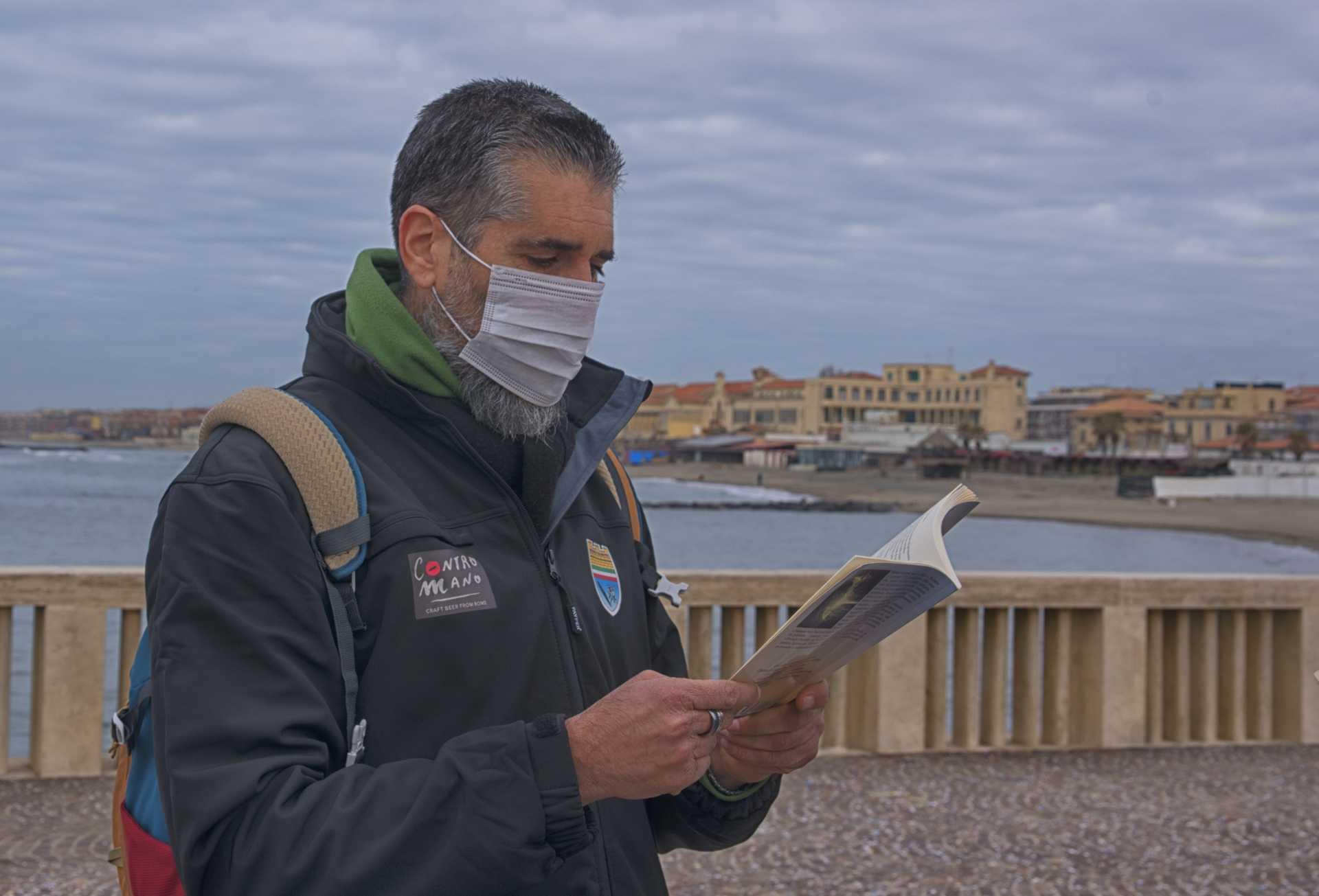 Attacco poetico, flashmob internazionale di poesia che parte da Ostia