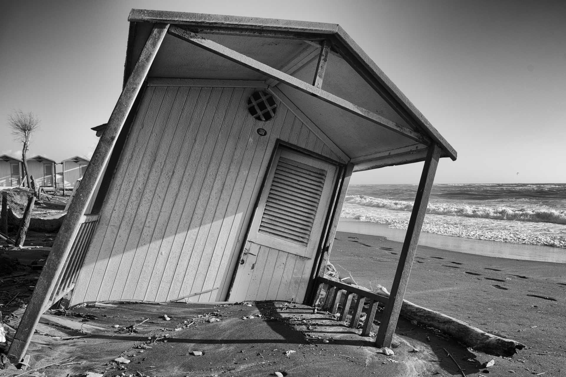 L'erosione costiera a Ostia, il nuovo libro di Ilaria Falconi