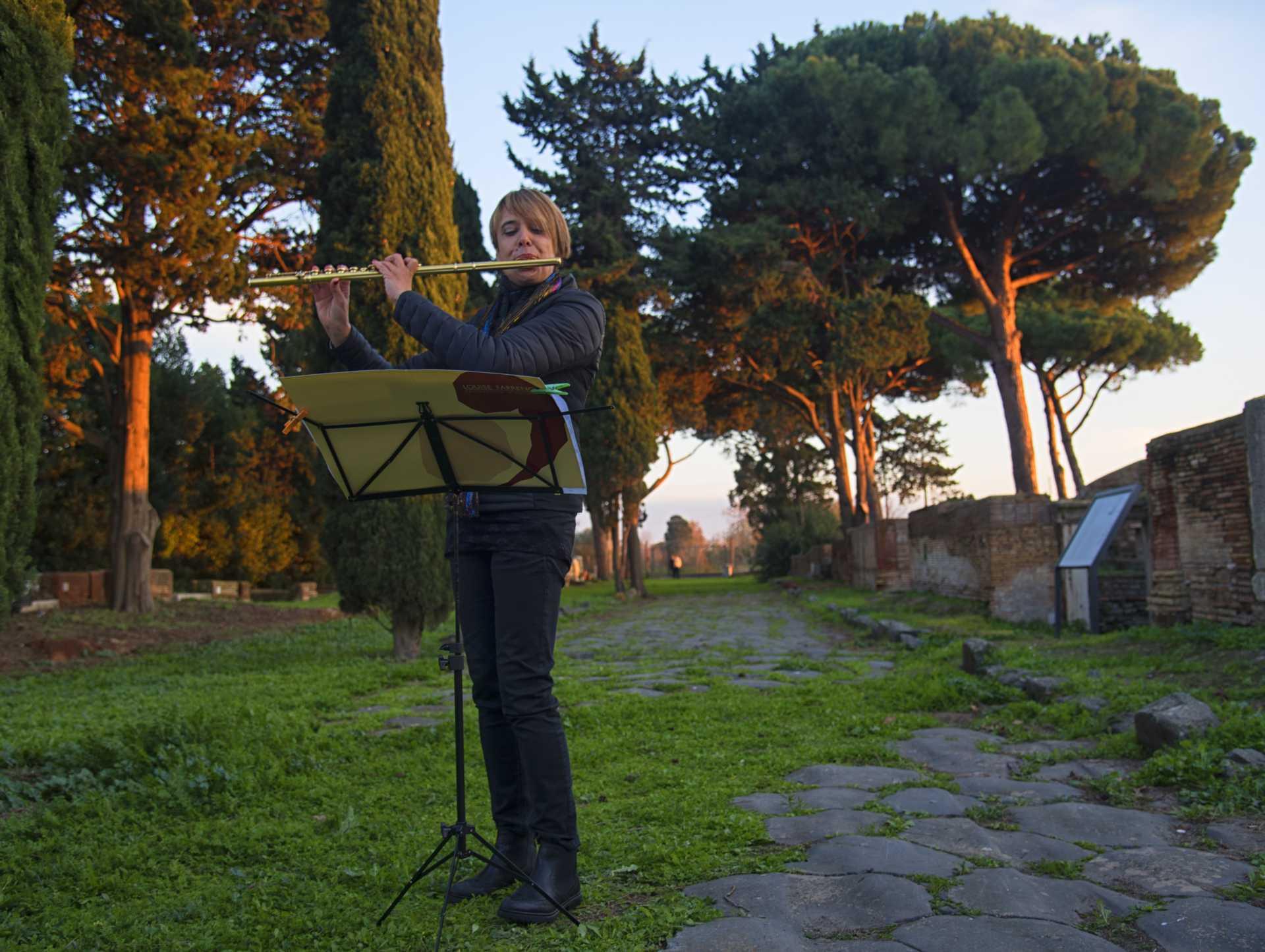 Due passi in musica alla Necropoli di Porto
