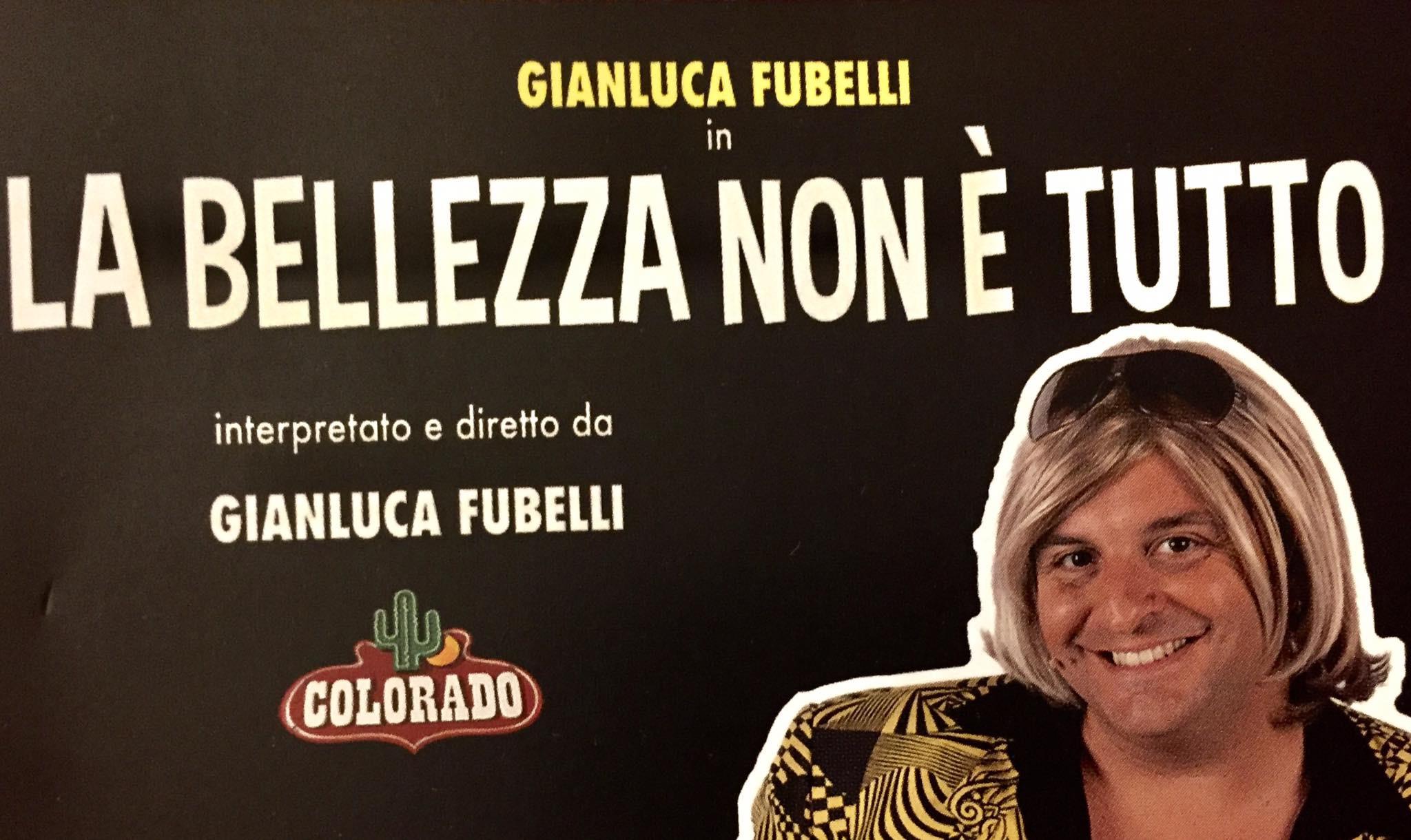Gianluca Fubelli in La bellezza non è tutto nella sala Massimo Troisi