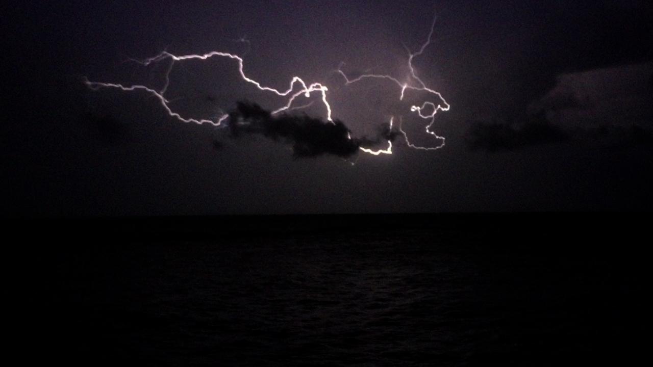 Tempesta di fulmini nel cielo di Ostia